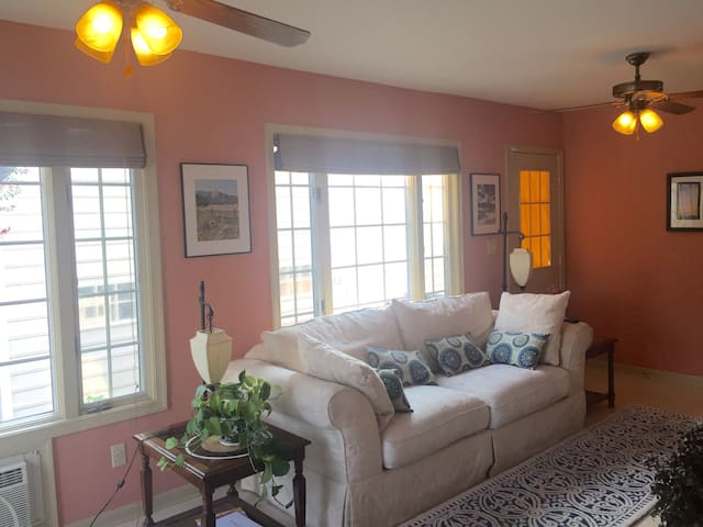 Charming & Cozy Room near Beach - Prince Frederick - Ev