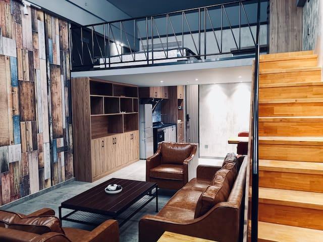 【卉一智能公寓】全新装修loft复式公寓,投影大床房,市中心点,高档公寓,苏宁广告/群光汇广场