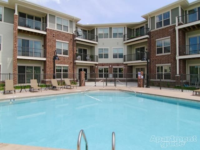 Quaint Luxury Condo Style Apartment - New Berlin - Kondominium