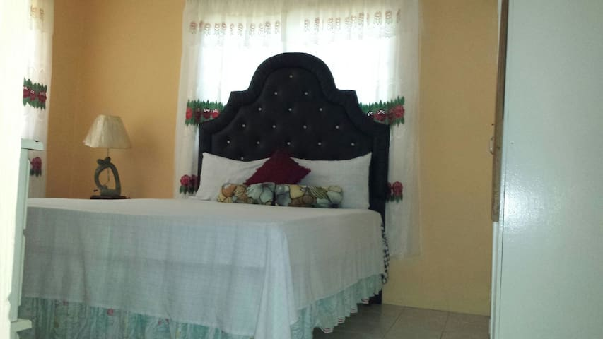 Mable Rooms - Montego Bay - Huis