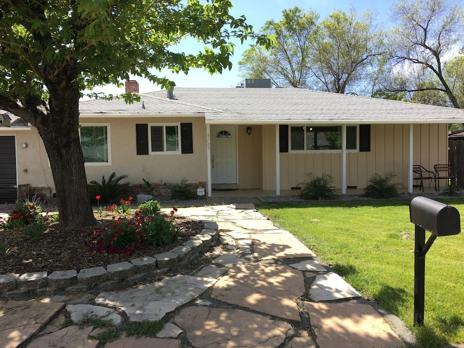 Convenient location in North Redding. Within walking distance of Bethel and less than 5 miles from shopping area.