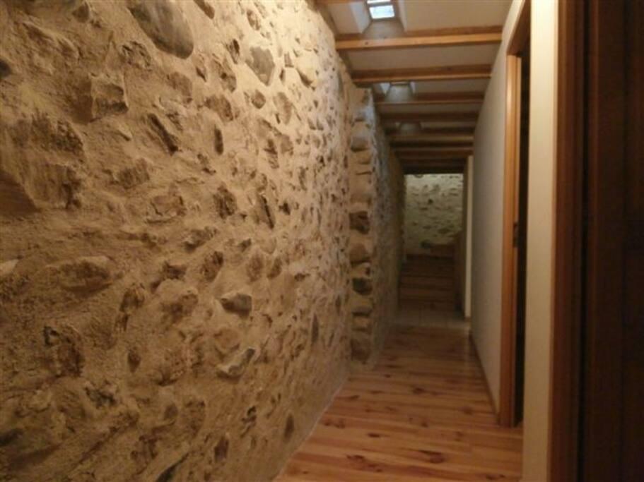 Couloir donnant accès aux chambres
