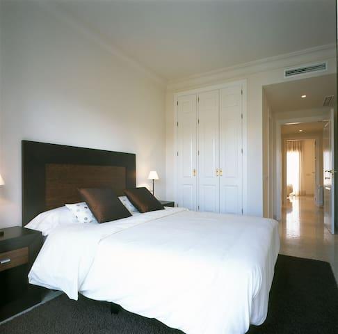 Villa 3 dormitorios con piscina - Roda - วิลล่า