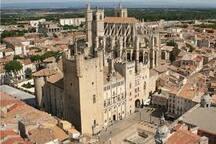 La cathédrale et le palais des archevêques de Narbonne à 20 minutes
