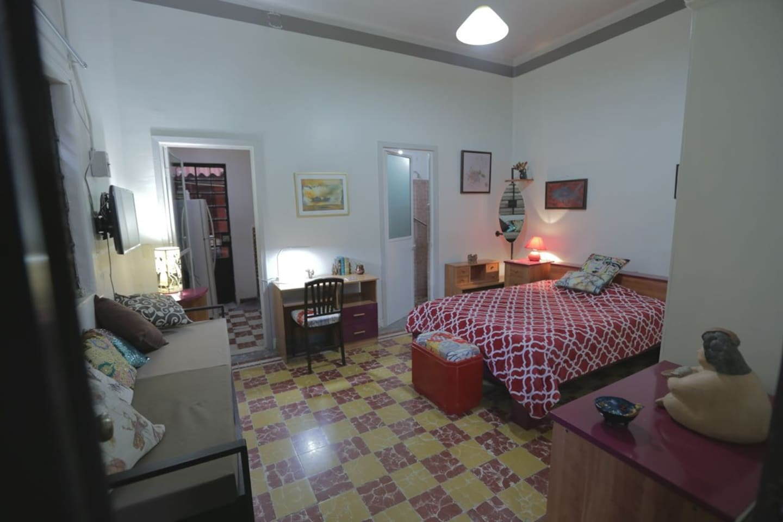 Alojamiento con baño y cocina ideal para dos personas.