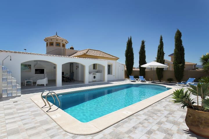 Detached villa with private pool on Mazarron Country Club, 3 km from Mazarròn on the Costa Calida