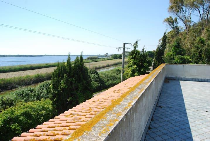 Villa Oliver sul lago e sul mare di Sabaudia - Bella Farnia