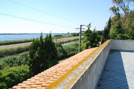 Villa Oliver sul lago e sul mare di Sabaudia - Vila
