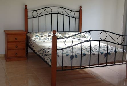 Private room in Aspley 4034 QLD,closed to the city - Aspley - House
