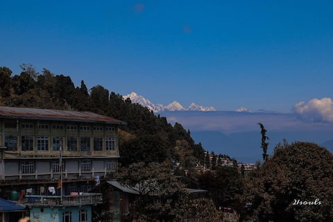 A Quiet Nest : with a view of Kangchenjunga (3)