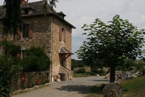Wiejski gite z basenem w zabytkowej południowo-zachodniej Francji
