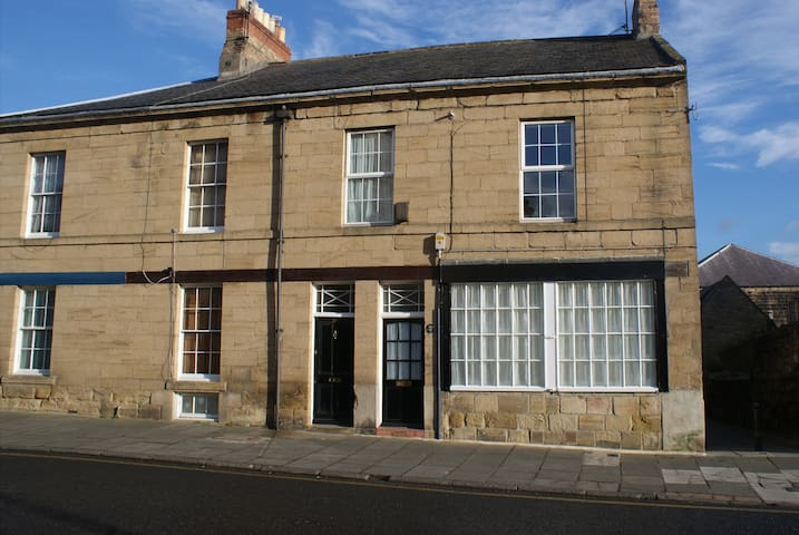 Alnwick House