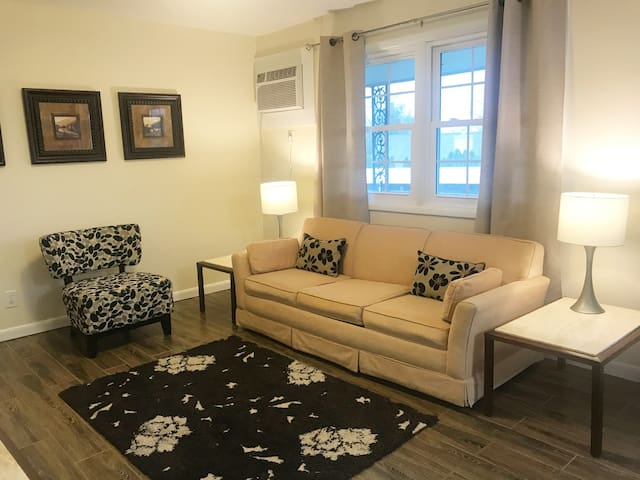 Maple Park Flat 7 *near Grand Park and downtown*!