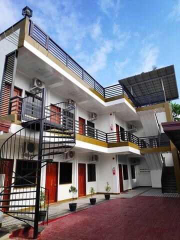 Royal D's Apartelle