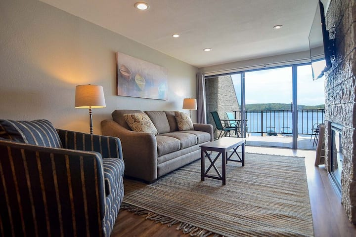 202B - Lakefront King Bed Condo, Sleeps 4, Recently Renovated!