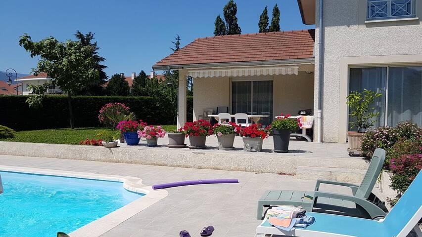 A 5km de Grenoble  1 à 6 pers  chambres SDB privée