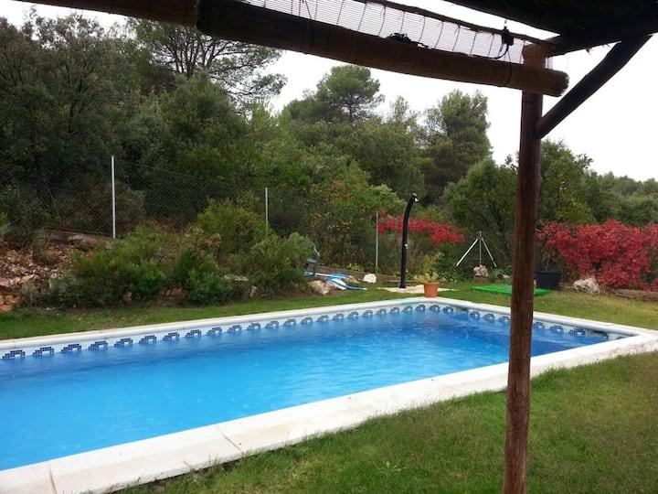 Casa rural con piscina porche , barbacoa chimenea