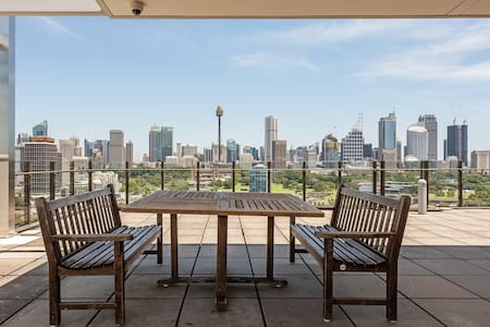 Fantastic views, Close to city, Rooftop and Pool!