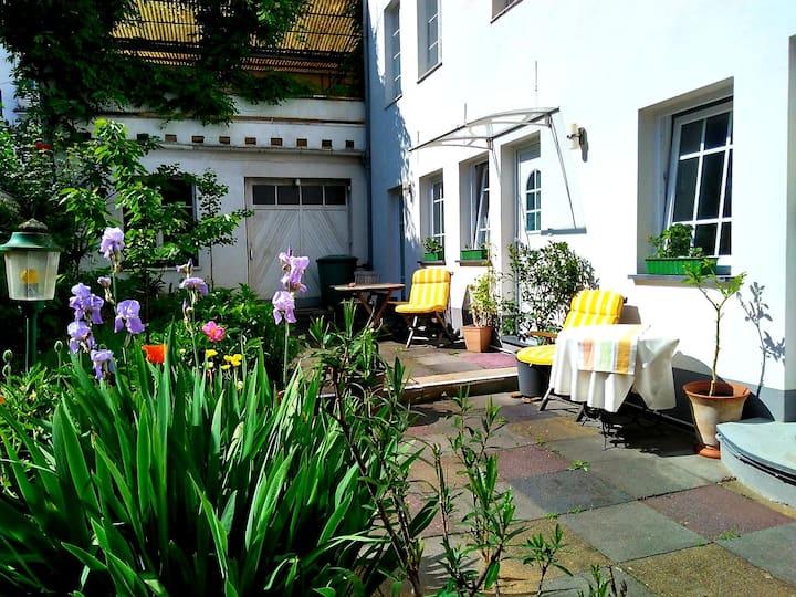 Urlaub am Rhein, Ferienwohnung mit Garten