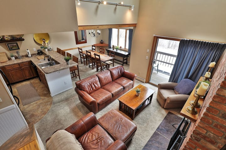 Spacious Colony Club Loft Condo. Sleeps 8. Great for Families and Groups.