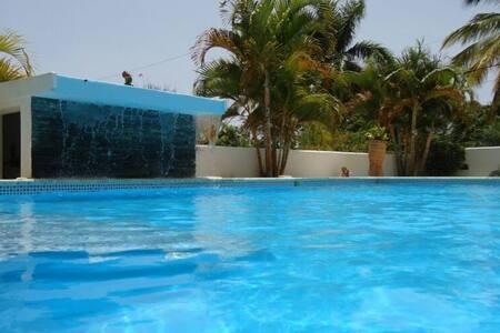 Apartamento deluxe con vista al jardin y piscina