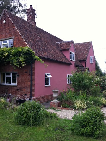 Beautiful farmhouse in tranquil setting - Littlebury - House