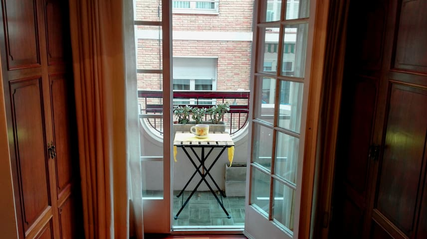 Comfortable room w/ balcony and private bathroom - Barcelona - Apartment