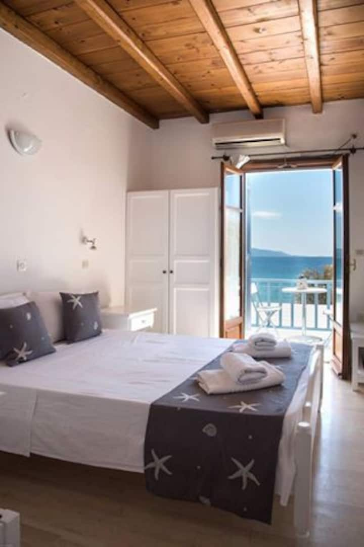 Fisilanis beachfront Hotel 3bed rooms