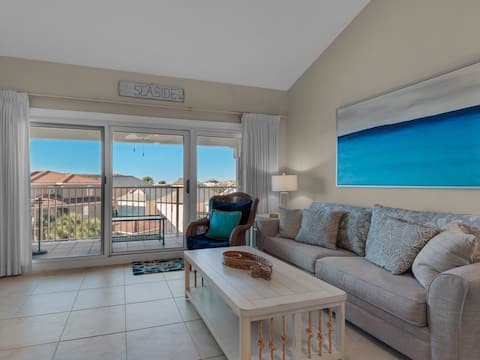 Modern condo near beach with shared pool, hot tub, and more!