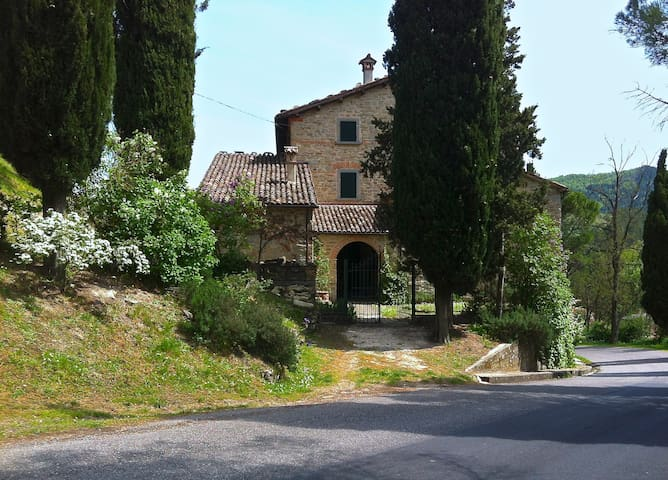 Charming country house between Romagna and Tuscany - Tredozio - Apartament
