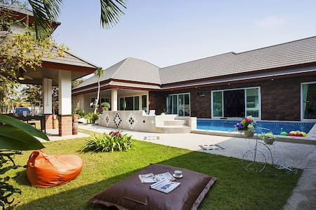 Luxury 6 bed pool villa with Jacuzzi - Pattaya