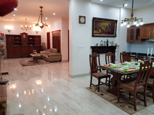 BT1-30#Villa in the heart of Hanoi city*for 10 per
