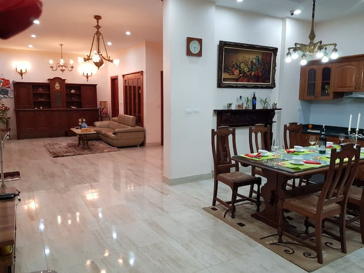BT1-30#Villa in the heart of Hanoi city*for 10 per