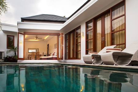 2BR Villa La Bora in the center of Seminyak