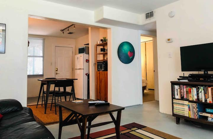 Cozy 2BR Condo - walk to FSU & Gaines Street