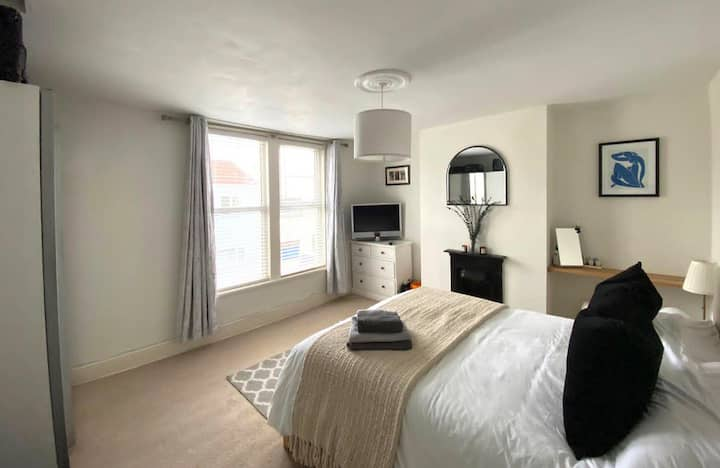 Beautiful Two Bed House in the heart of Bristol