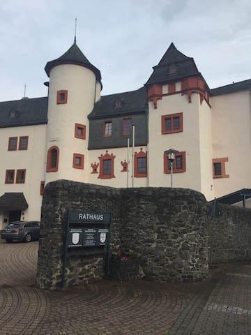 Schloss Mengerskirchen (Sitz der Gemeindeverwaltung der Großgemeinde Mengerskirchen mit Bürgersaal und Turmmuseum)