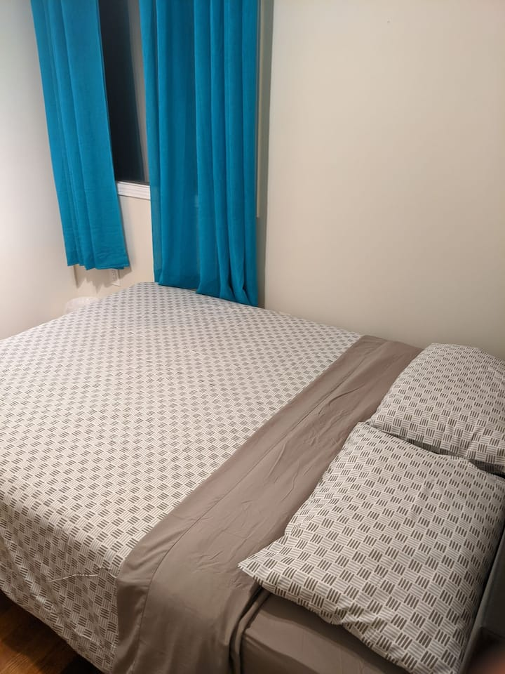 6-Bright room in Richmond Hill Downtown :)
