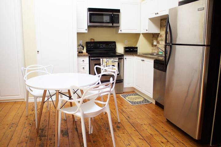 Eat in kitchen with all your cooking needs!