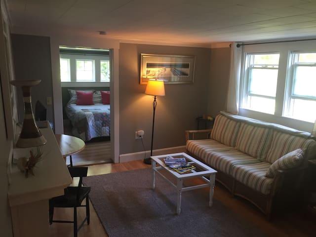 Upper Cape Cozy Cottage