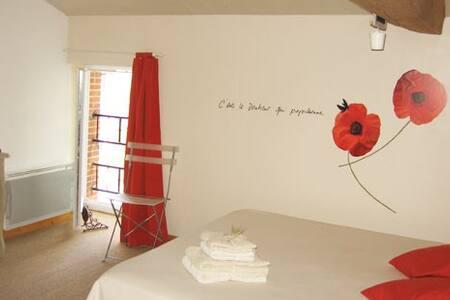 """Chambres d'Hôtes Puy du Fou """"Coquelicots"""""""