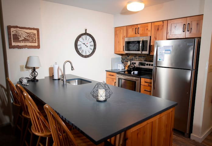 Mountain Lodge at Okemo-1Br Fireplace & Updated Kitchen