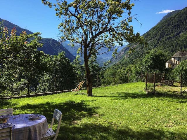 """""""Mozzio antica"""", casa indipendente con giardino - Mozzio - Rumah"""