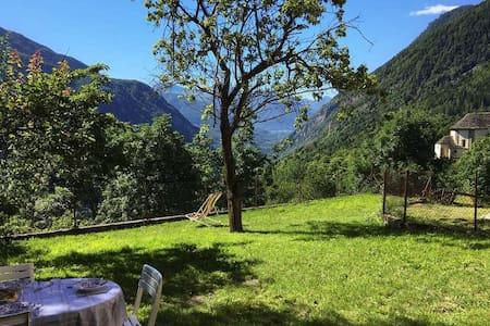 """Mozzio antica"", casa indipendente con giardino - Mozzio - Ev"