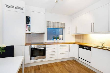 Clean and modern apartment between 2 mountains :) - Bergen - Apartmen