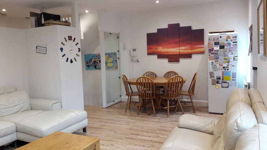 Charming large modern flat in fantastic location.