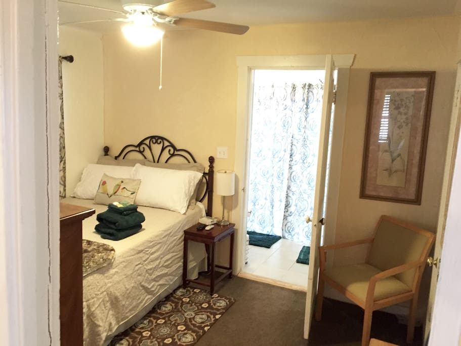 Back bedrm #3 Full Size Bed with Private bathroom