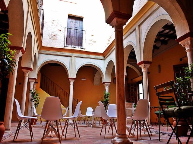Frenteabastos, una alternativa distinta en Carmona - Carmona - Boutique hotel
