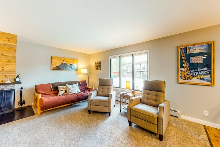 Charming Condo near Water with Patio, Shared Sauna, and Ping-Pong Table
