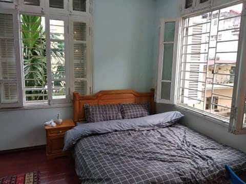 Tons of natural light in the room when you open the windows